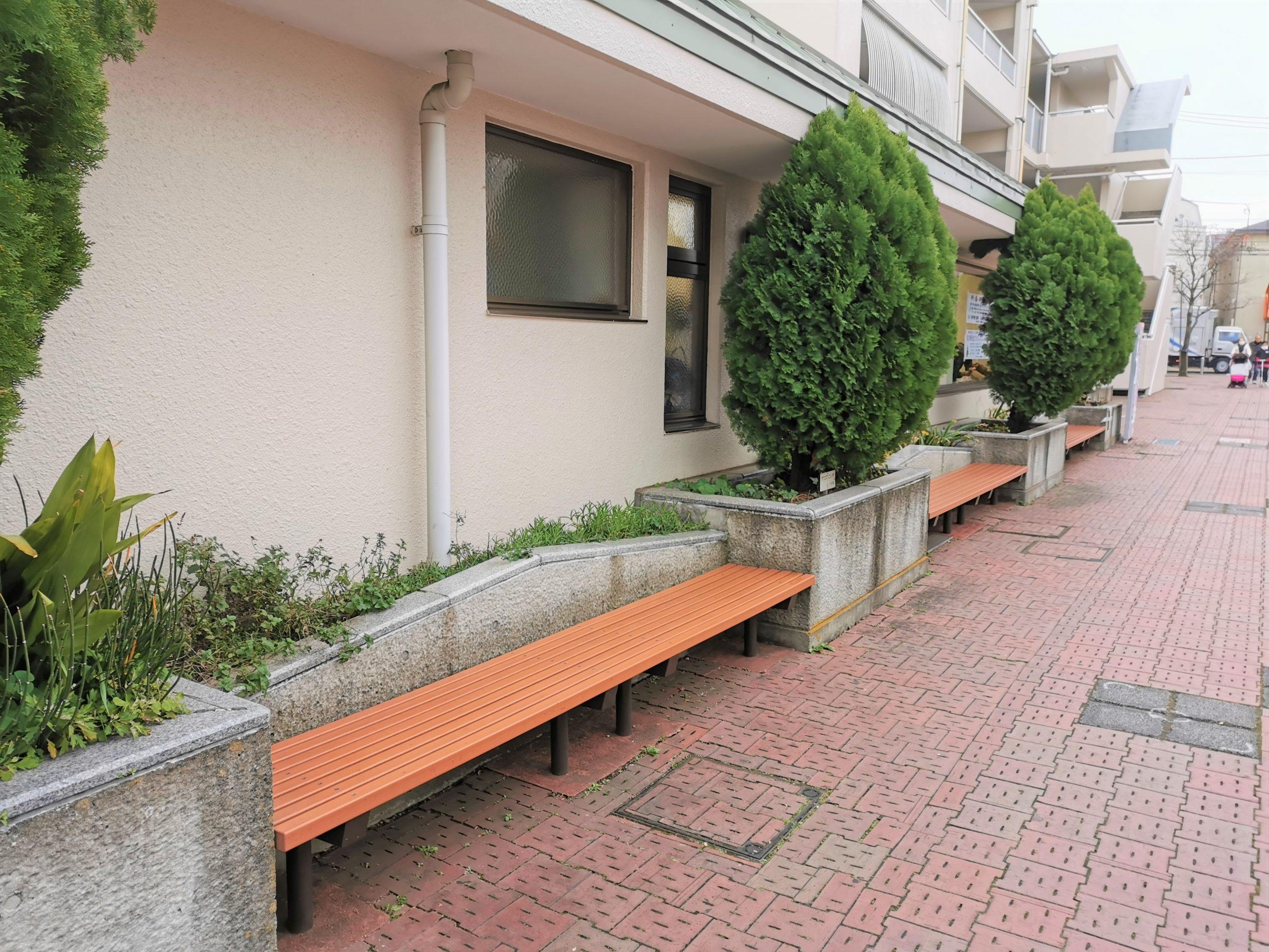 千歳船橋駅 桜丘ホール前の休憩場所