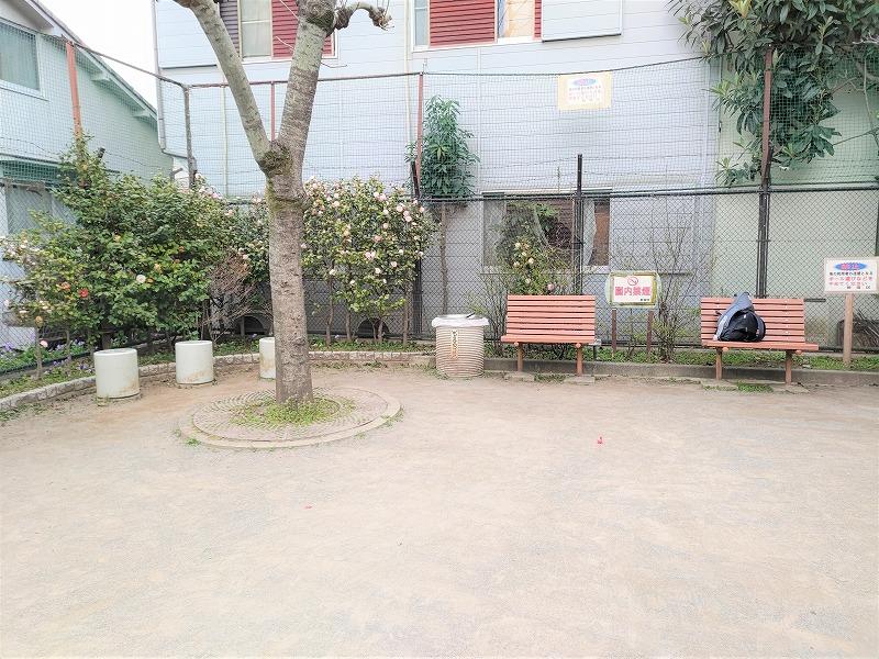 神楽坂駅 あかぎ児童遊園の休憩場所