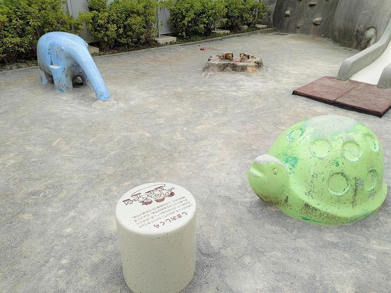 神楽坂駅 あかぎ児童遊園のかめとぞうのオブジェ