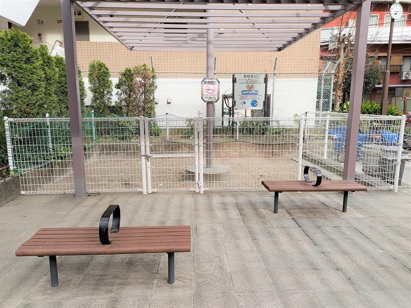 神楽坂駅 榎町公園の休憩場所2
