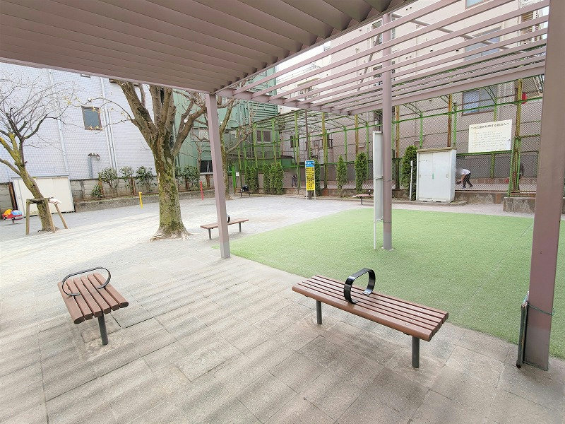 神楽坂駅 榎町公園の休憩場所3