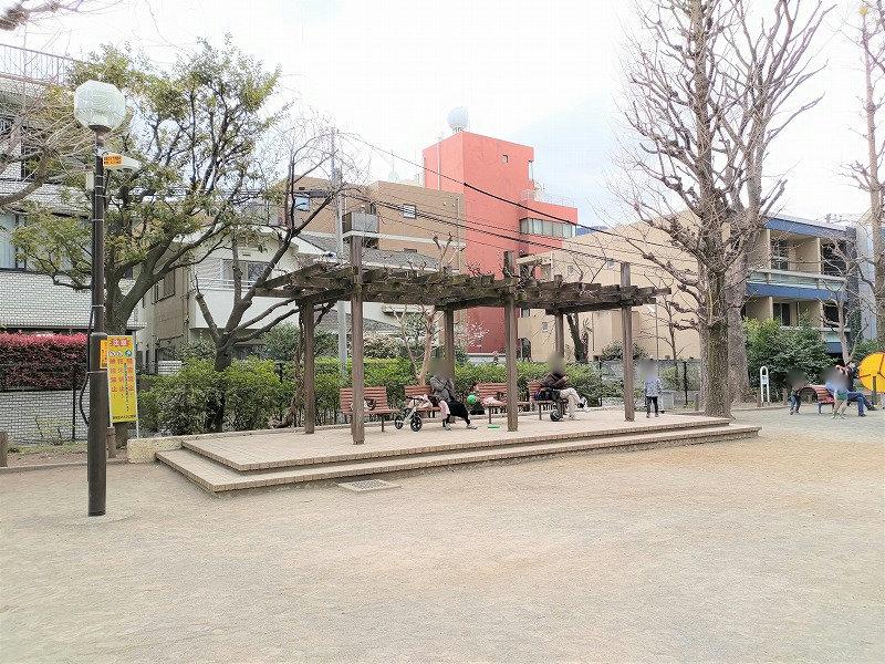 神楽坂駅 白銀公園の休憩場所1