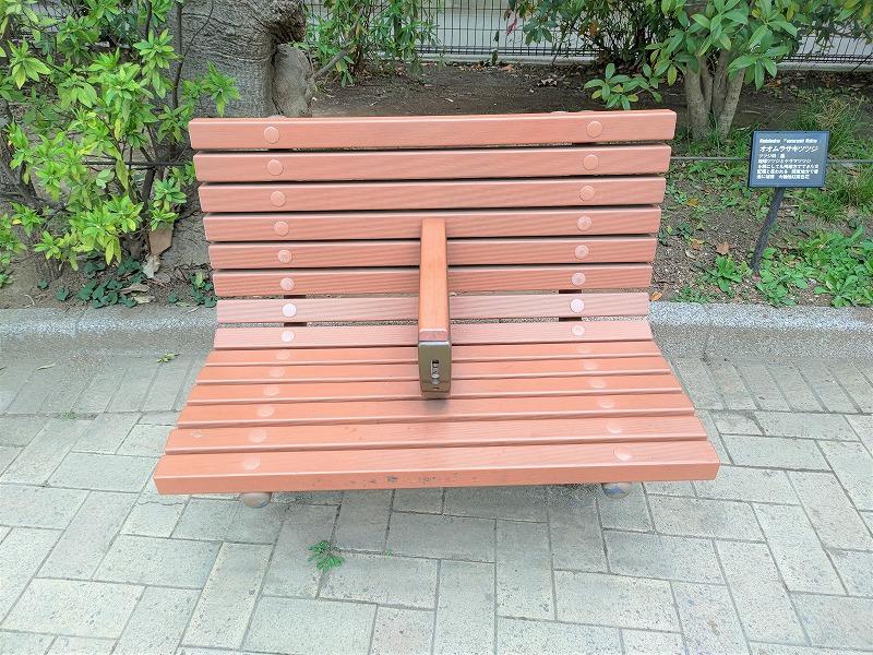 神楽坂駅 白銀公園の休憩場所のベンチ