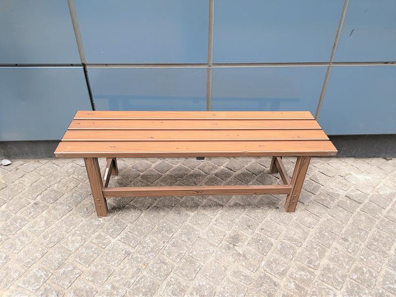 神楽坂駅 酔石横丁の休憩場所のベンチ