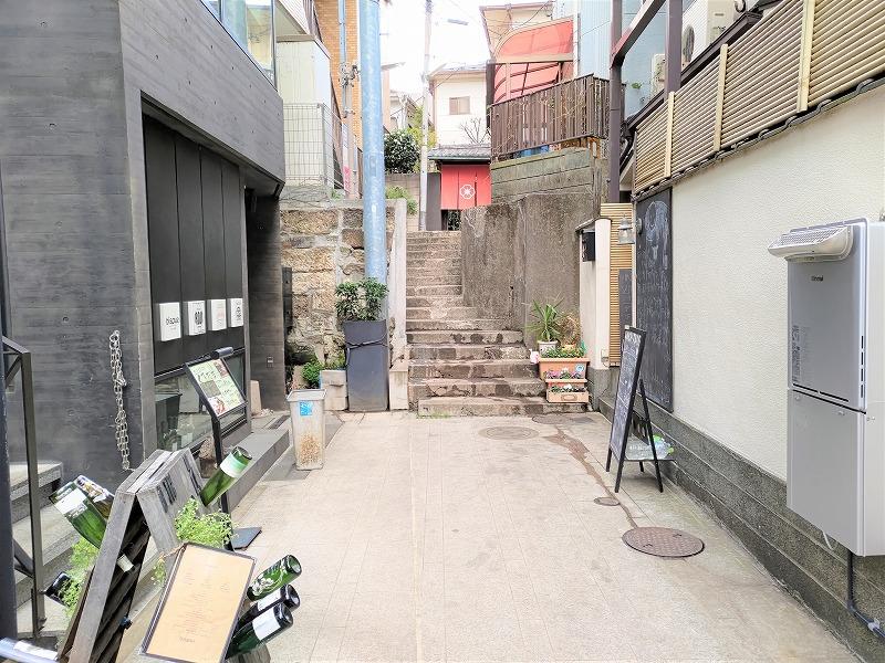 神楽坂駅 寺内公園から兵庫横丁に通じる道