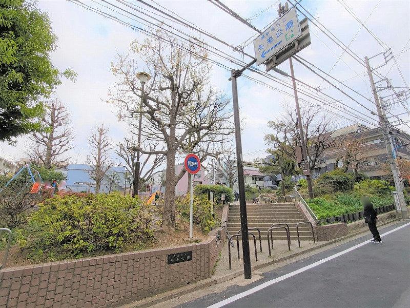 神楽坂駅 矢来公園の外観