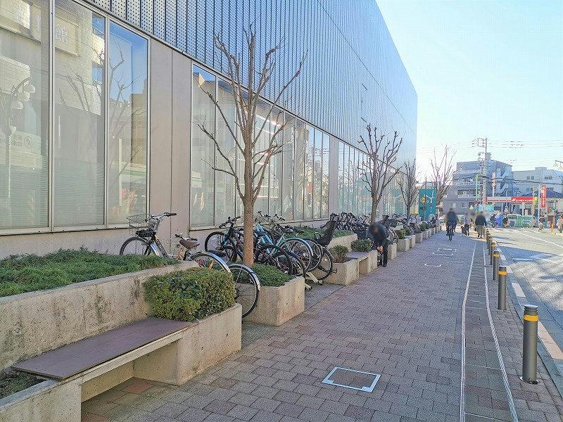 経堂駅 コルティ横の休憩場所