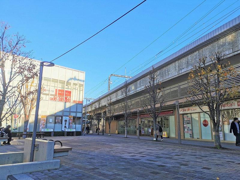 経堂駅 テラスガーデン東口ビル前の休憩場所の外観