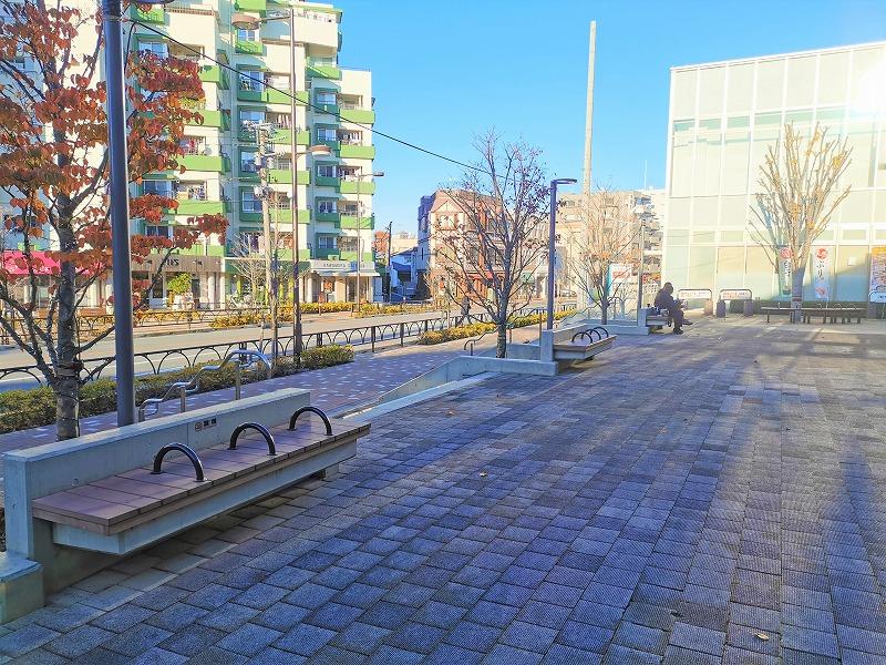 経堂駅 テラスガーデン東口ビル前の休憩場所