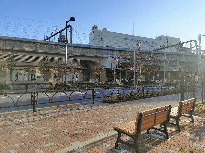 経堂駅 ユリの木通り沿いの休憩場所