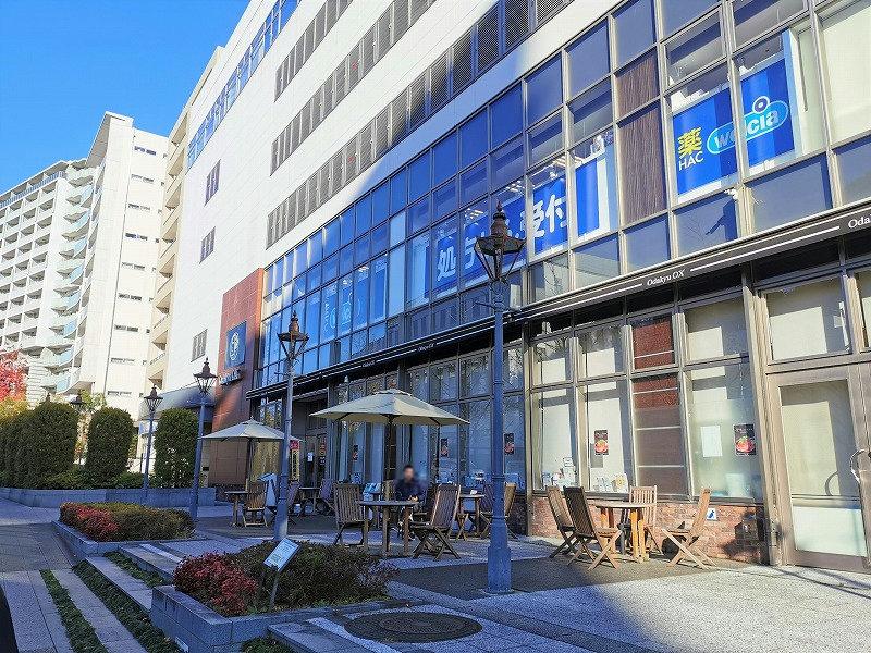 新百合ヶ丘駅 Odakyu OX横 テラスの休憩場所外観