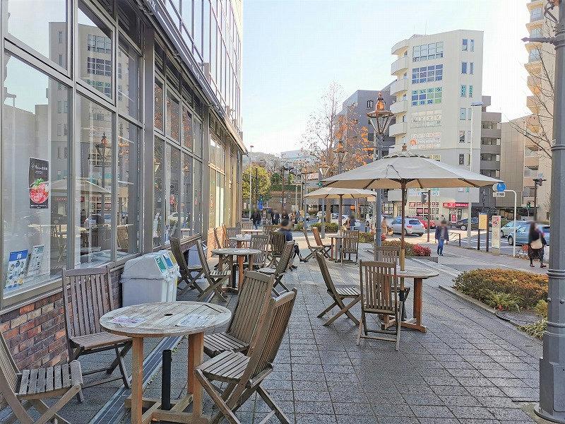 新百合ヶ丘駅 Odakyu OX横 テラスの休憩場所