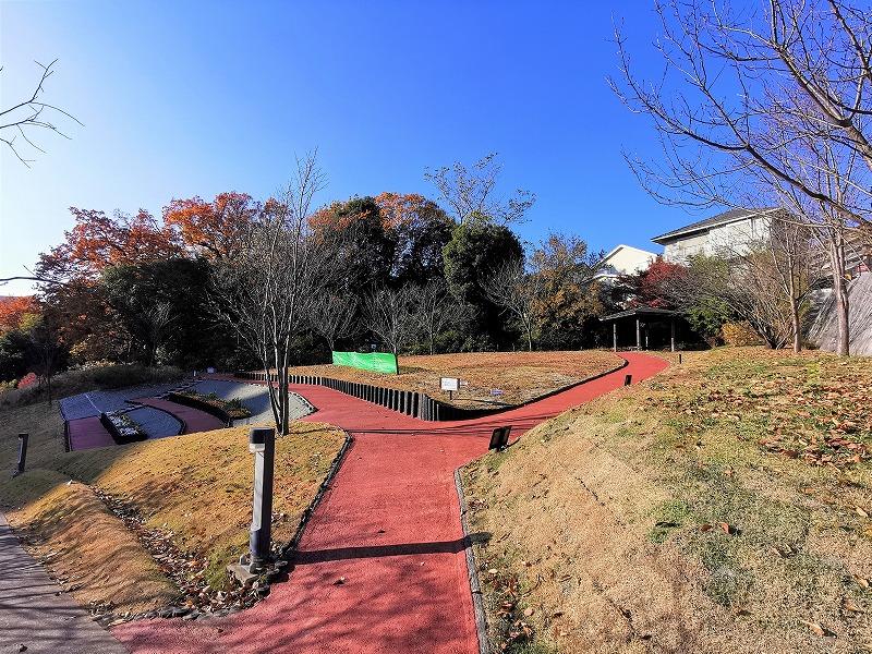 新百合ヶ丘駅 色彩の丘の休憩場所外観1
