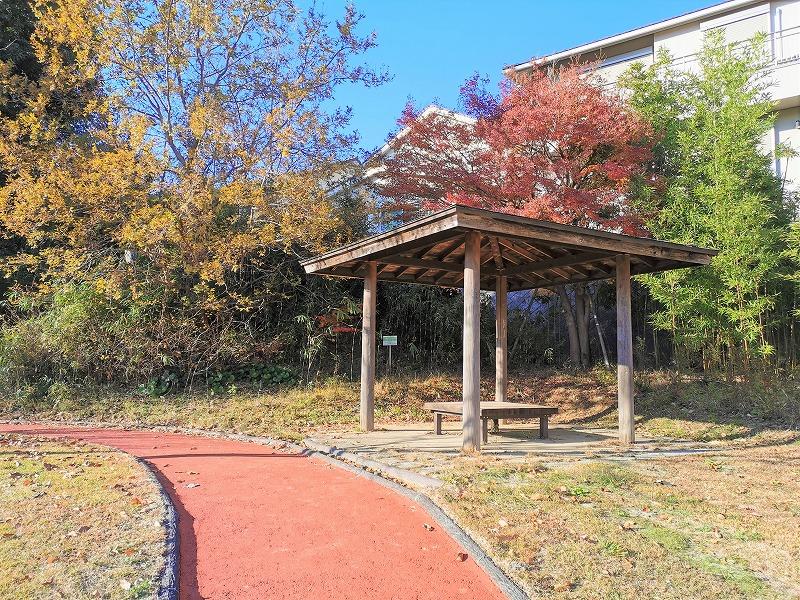 新百合ヶ丘駅 色彩の丘の休憩場所