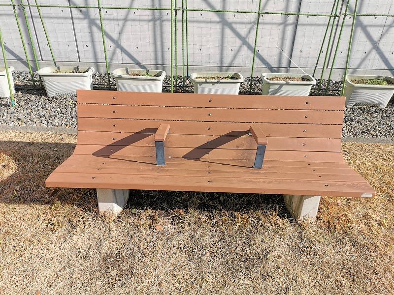 新百合ヶ丘駅 昭和音大 テアトロ付近の休憩場所のベンチ