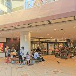 【新百合ヶ丘駅】エルミロードB1F 地下正面入口の休憩場所