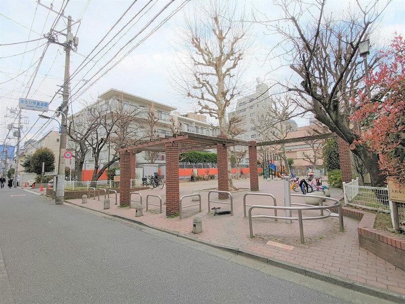牛込神楽坂駅 あさひ児童遊園の外観1