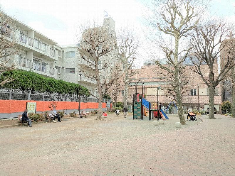 牛込神楽坂駅 あさひ児童遊園の広場1
