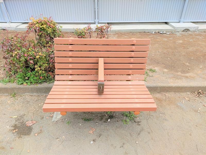 牛込神楽坂駅 あさひ児童遊園の休憩場所のベンチ
