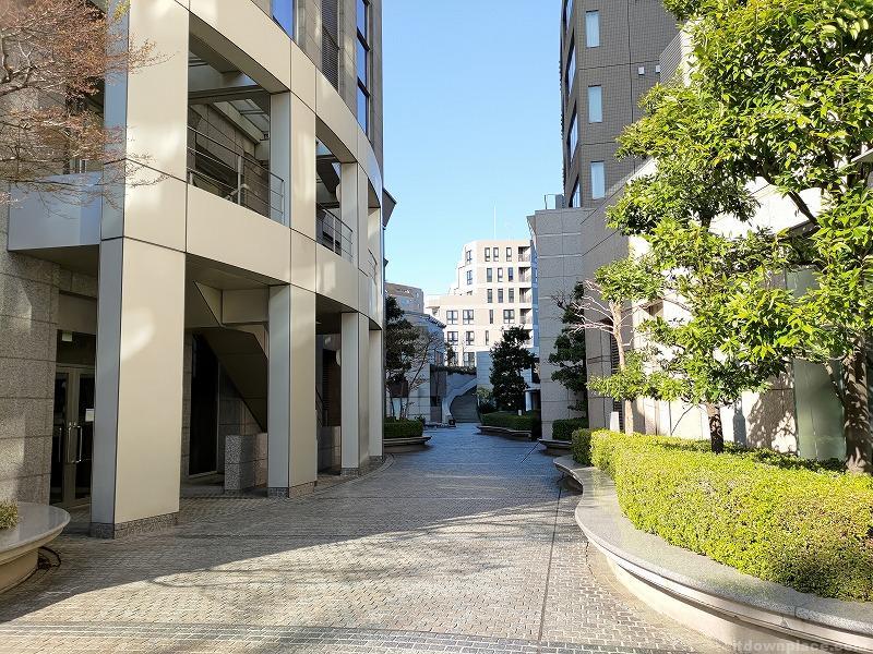恵比寿駅プライムスクエアのカーブになった休憩場所