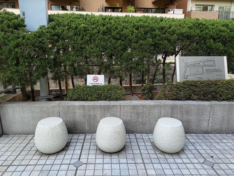 恵比寿駅 渋谷川 あいおいニッセイビル前の休憩場所のたまごスツール2