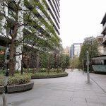 【東新宿駅】コンフォリア新宿 公開空地の休憩場所
