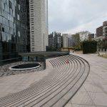 【東新宿駅】イーストサイドスクエア 北側広場の休憩場所