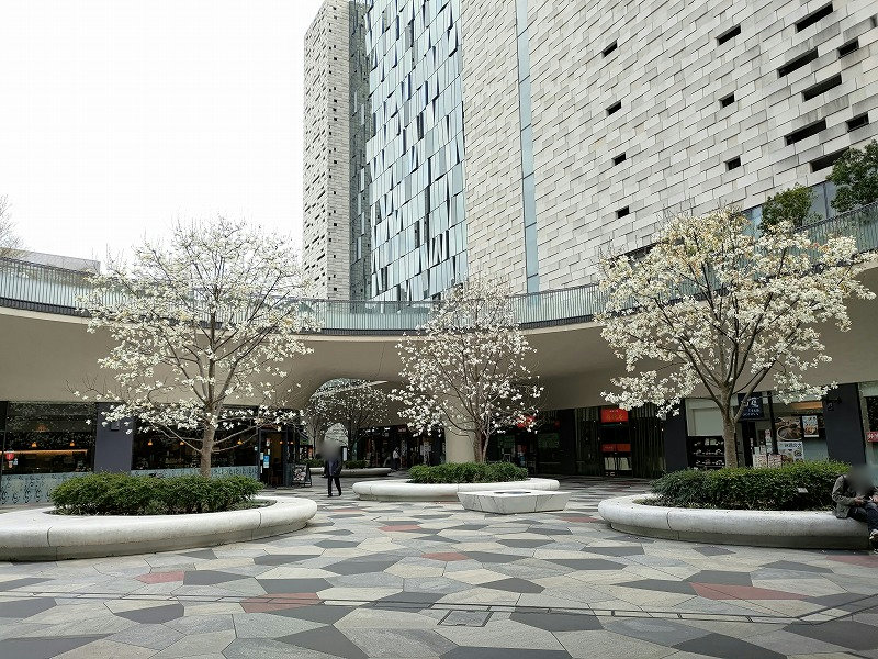 東新宿駅 サンクンガーデンの外観1