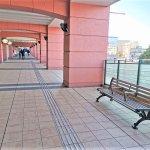 【新子安駅】オルトヨコハマビジネスセンター2F デッキの休憩場所
