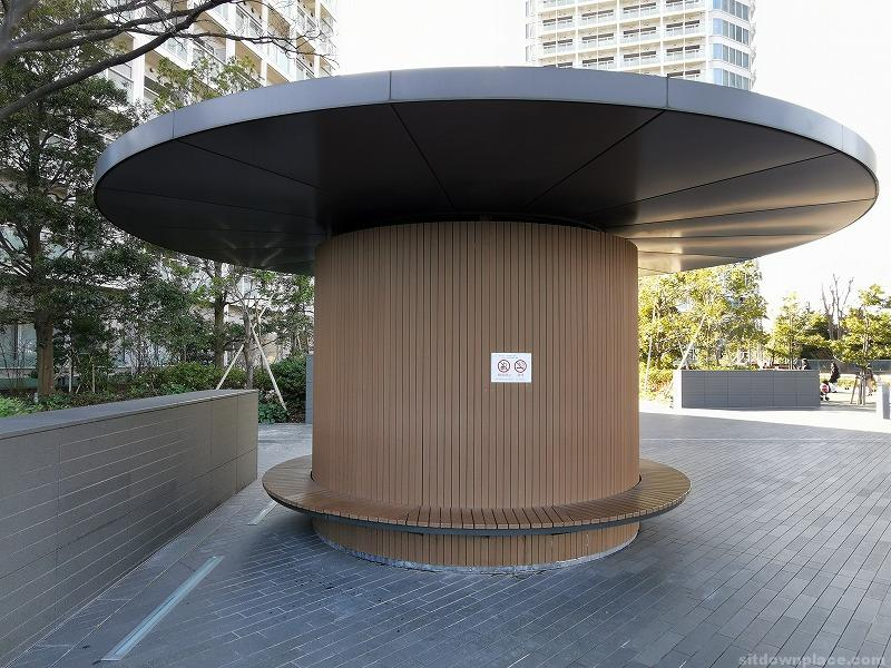 二子玉川駅タワーセントラル前の休憩場所その2