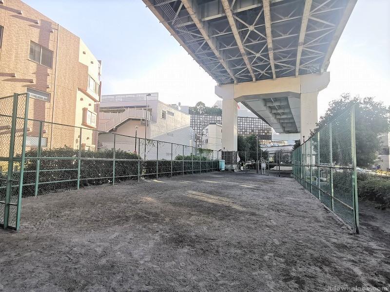 二子玉川駅二子橋親柱付近の休憩場所その3
