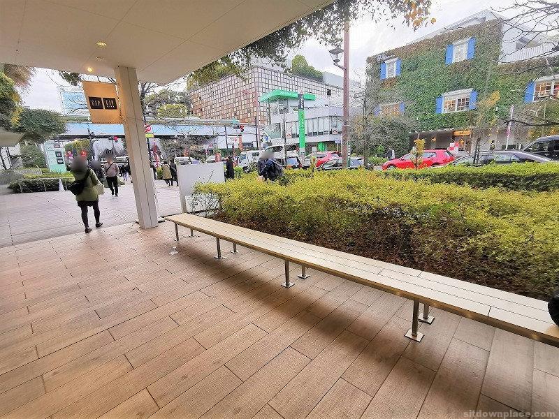 二子玉川駅マロニエコート前の休憩場所その1