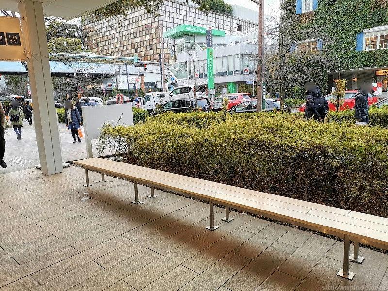 二子玉川駅マロニエコート前の休憩場所その2