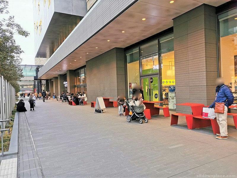 二子玉川駅ライズショッピングセンター ロータリー付近の休憩場所その1