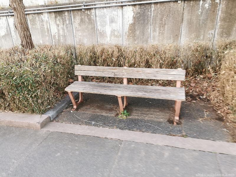 高幡不動駅北第4駐輪場付近の休憩場所その1