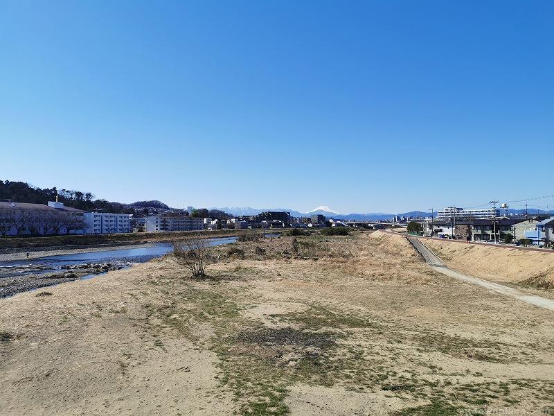 高幡不動駅ふれあい橋(万願寺歩道橋)の休憩場所その2