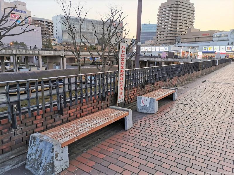 小田急多摩センター駅ペデストリアンデッキ 交番付近の休憩場所その1
