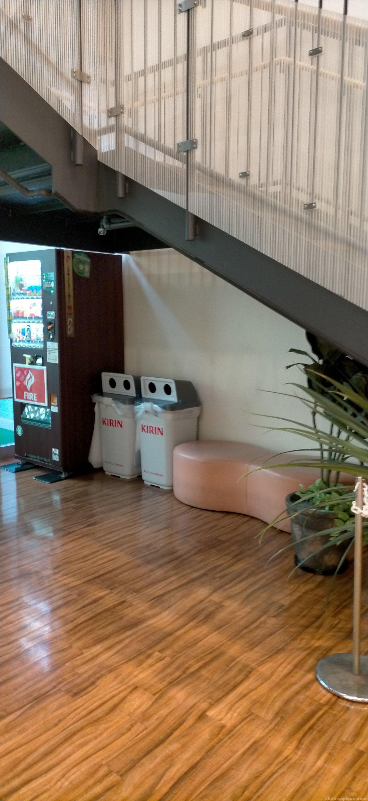 【金山駅】アスナル金山2階ALEX COMFORT前の休憩場所1