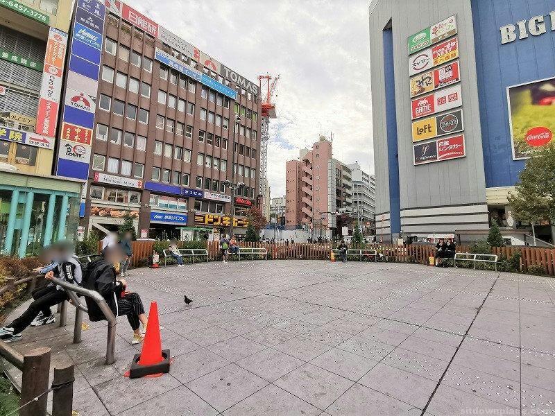 高田馬場駅駅前ロータリー 女神像付近の休憩場所その2