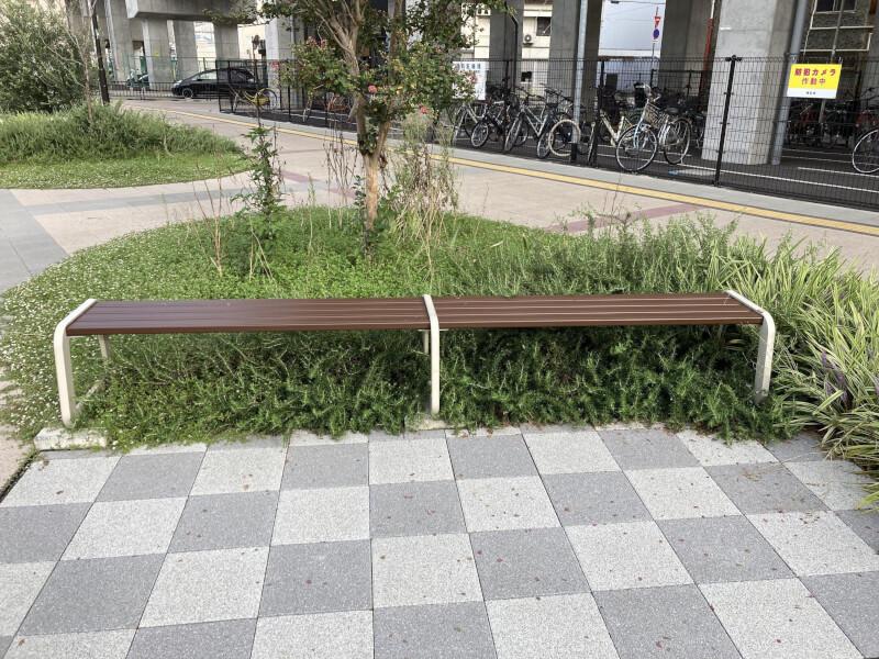 【西新町駅】北口(東側)の休憩場所3