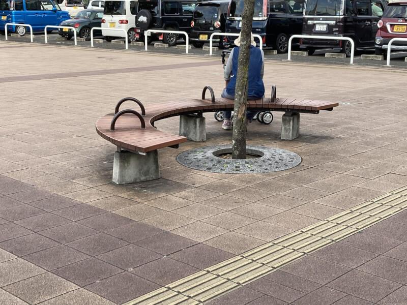 【加古川駅】北口正面の休憩場所1