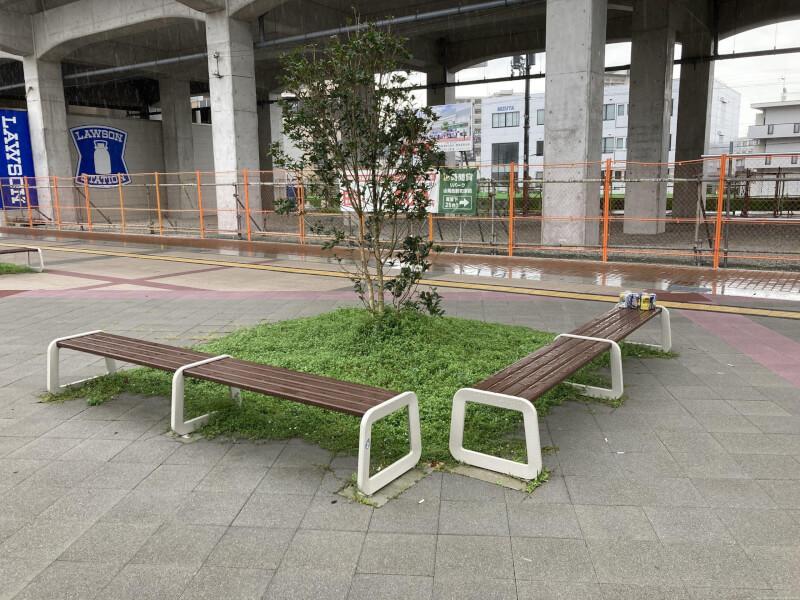 【西新町駅】北口(西側)の休憩場所2