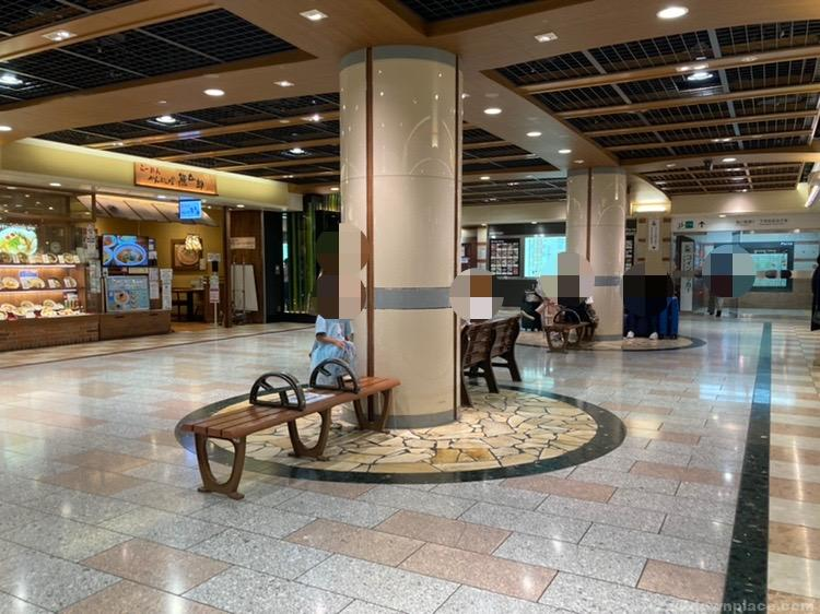 【京都駅】ポルタ地下街 東洋亭前の休憩場所3
