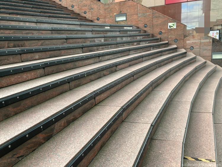 【京都駅】大階段の休憩場所1