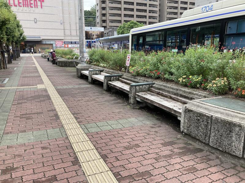【徳島駅】バスのりば近くの休憩場所2