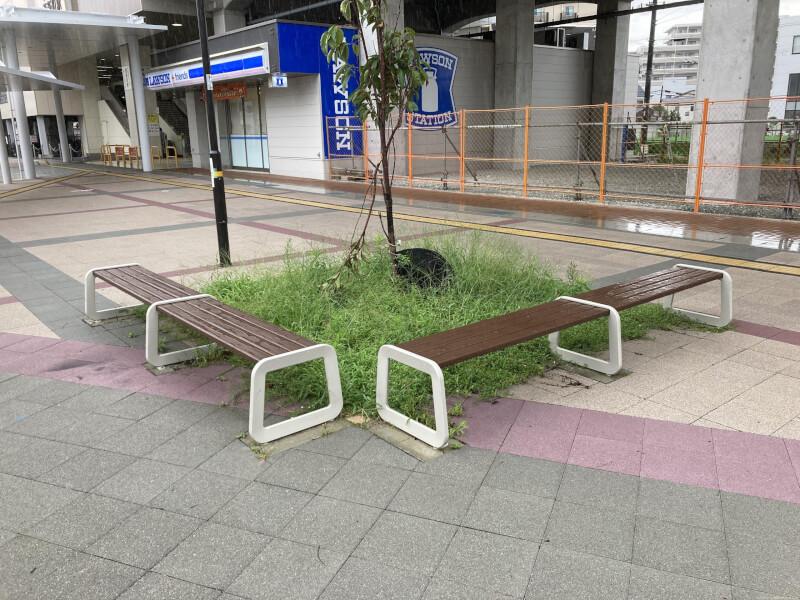 【西新町駅】北口(西側)の休憩場所3