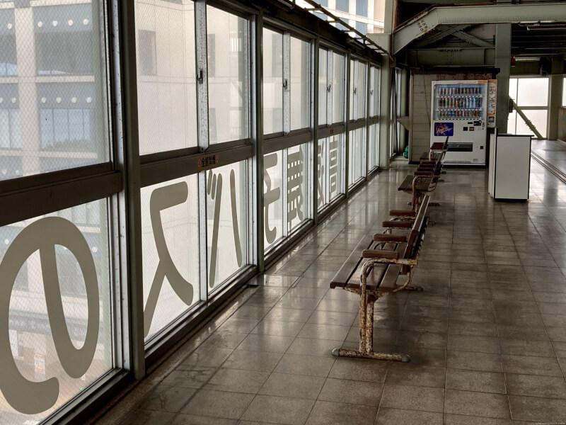 【舞子駅】高速舞子 バスのりば下の休憩場所1