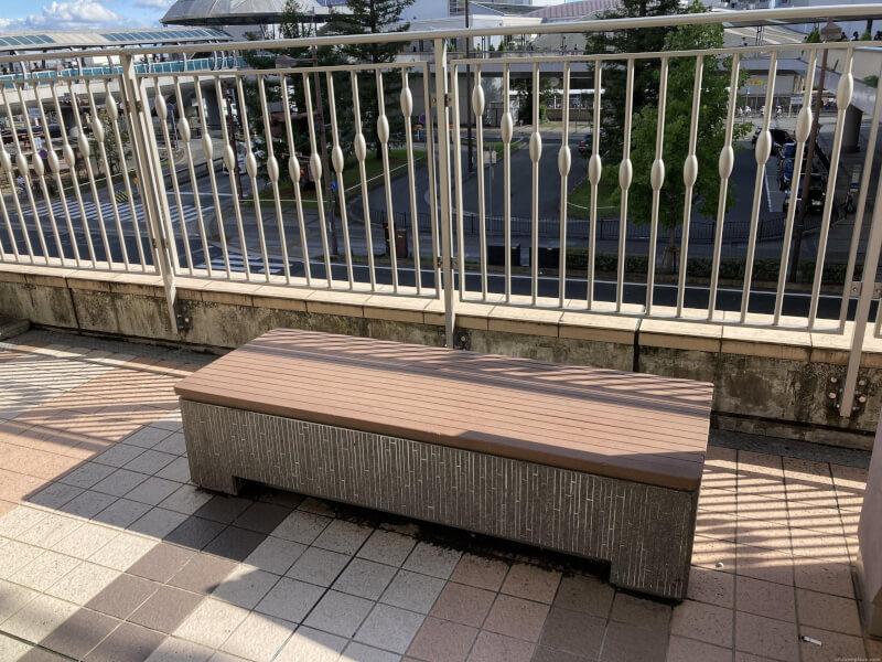 【尼崎駅】あまがさきキューズモール 2F入り口横の休憩場所3