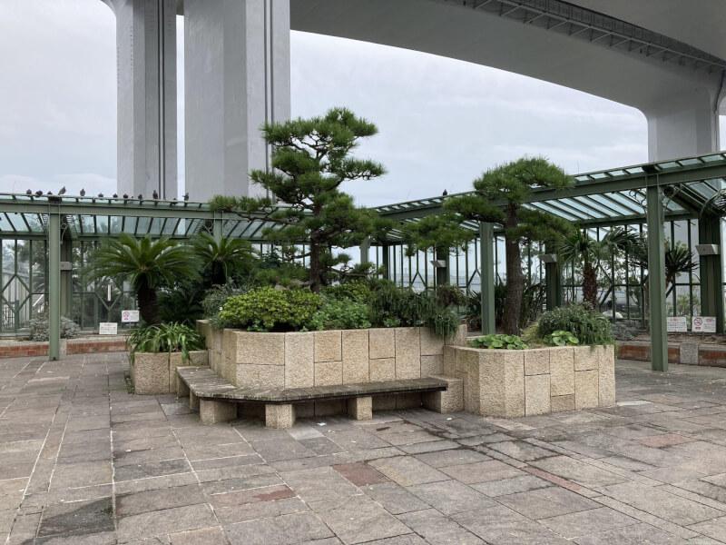 【舞子駅】南口の広場の休憩場所4