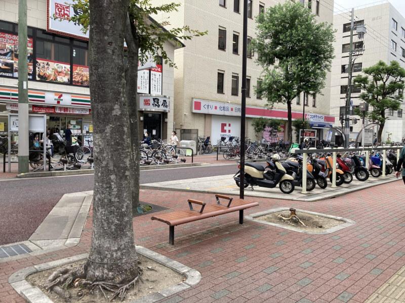【江坂駅】池田泉州銀行まえの休憩場所3